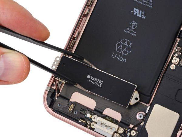 iPhone 7 Teardown Taptic Engine